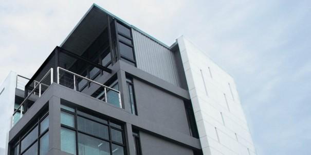 รูฟดีไซน์แอนด์แมเนจเม้นต์ ดำเนินธุรกิจรับออกแบบสถาปัตยกรรม ตกแต่งภายในตลอดจนบริหารงานก่อสร้าง