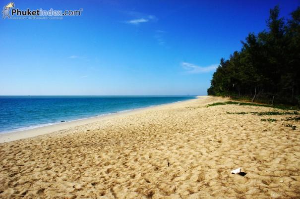 หาดทรายแก้ว…ท้องทะเลเวิ้งว้าง เหนือสุดภูเก็ตไอส์แลนด์