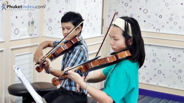 เรียนไวโอลินที่โรงเรียนดนตรีสยามกลการ