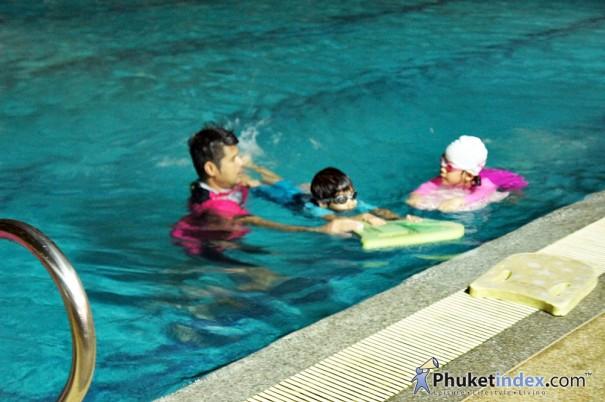 """เรียนว่ายน้ำกับ""""สโมสร ภูเก็ต ซิตี้โฮม"""""""