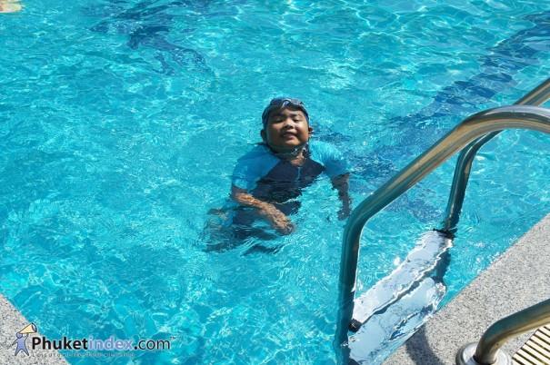 ว่ายน้ำครูยอด