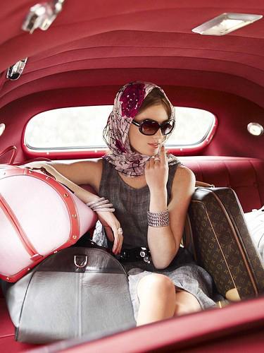 จัดกระเป๋าเตรียมตัวเที่ยวภูเก็ตมีสิ่งไหนที่สาวๆ ไม่ควรลืมบ้าง Zarola
