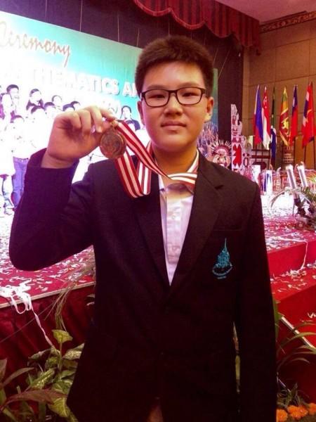 น้องเตอกี้ ด.ช. ภาสพงศ์ สุแสงรัตน์ รางวัลคณิตศาสตร์โอลิมปิก 2014