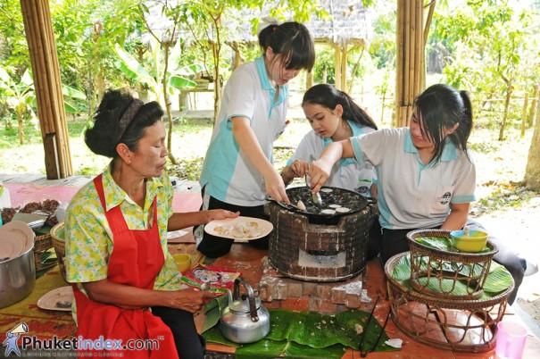ฐานเรียนรู้การทำขนมครกแบบโบราณ