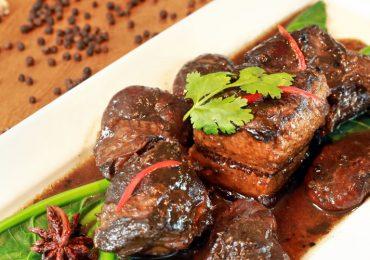 อาหารจานเด่น: หมูฮ้องภูเก็ต