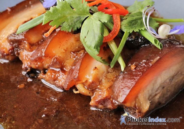 ร้านอาหาร ซิลค์ ตกแต่งด้วยเอกลักษณ์ของความเป็นไทย