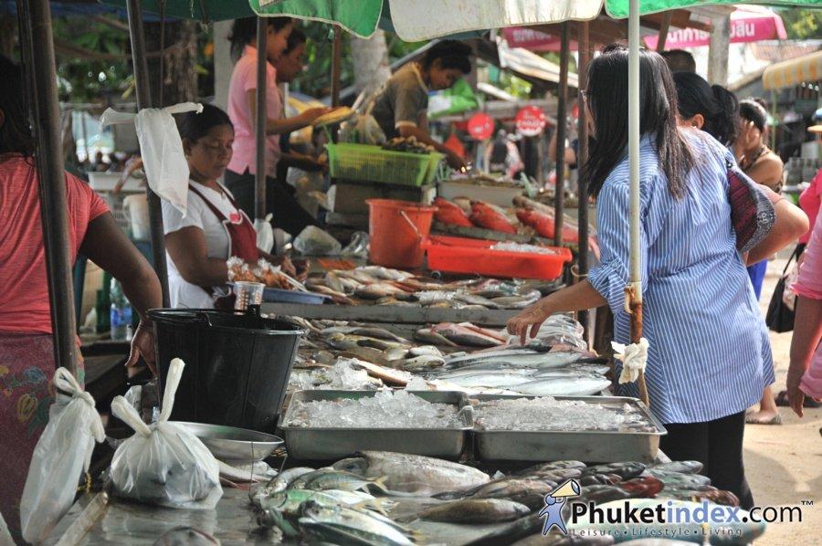 Fresh seafood market at rawai pier phuket live travel for Fish market long island
