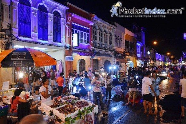 Lard Yai Walking Street Market