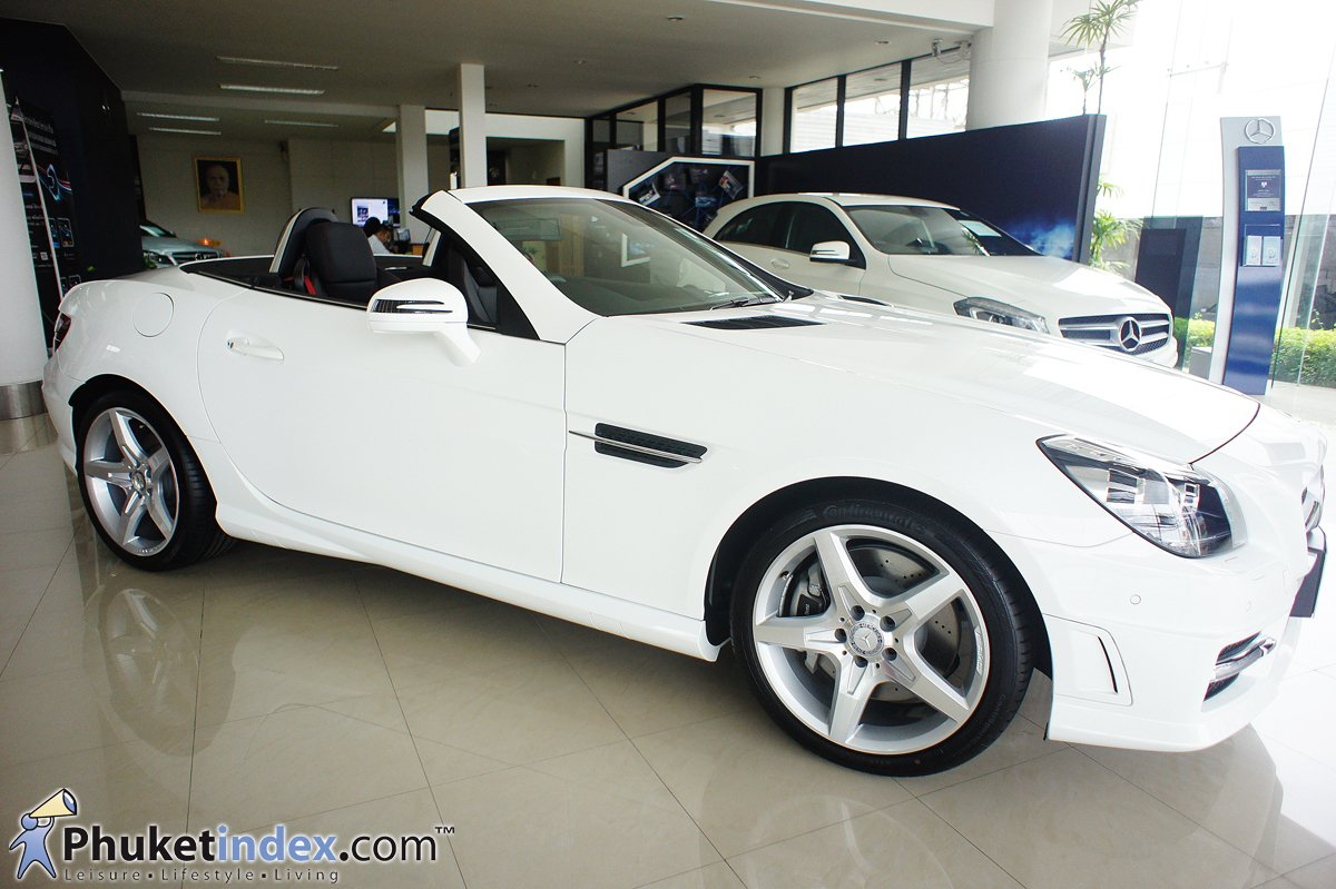 mercedes benz slk 200 amg your closest link with the road phuket live travel living guide. Black Bedroom Furniture Sets. Home Design Ideas