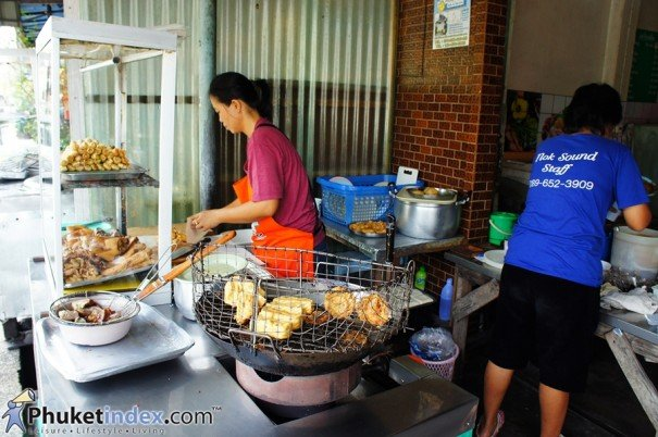 Loba Maeyanang – For a true taste of Phuket culture